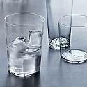 Copas y vasos de agua